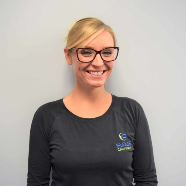 dr kelly bond - chiropractor in rockford il
